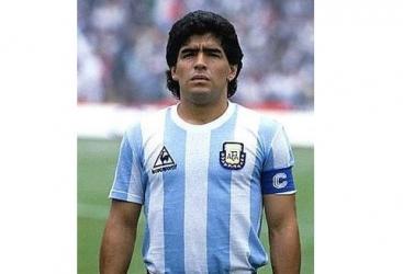 Dieqo Maradona dünyanın ən texnikalı futbolçusu seçilib